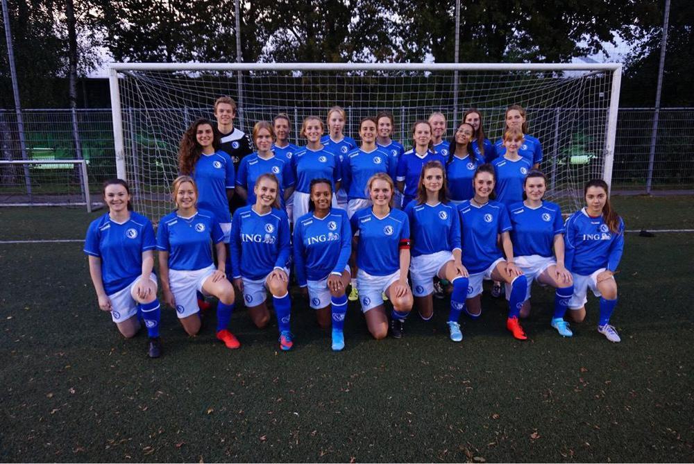 girl_football_aim.jpg